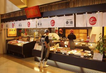 能登食祭市場の安治では揚げたてをその場でお召し上がりいただけます