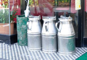低温殺菌乳を運ぶための牛乳缶